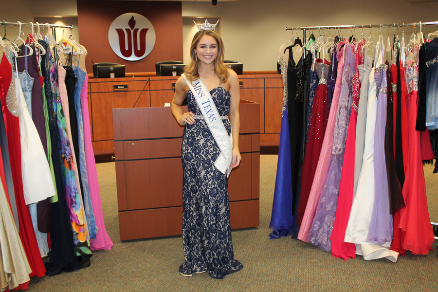 Miss Texas gives to Prom Closet