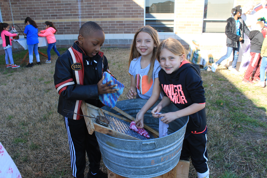 Video: Second grade students learn Texas history
