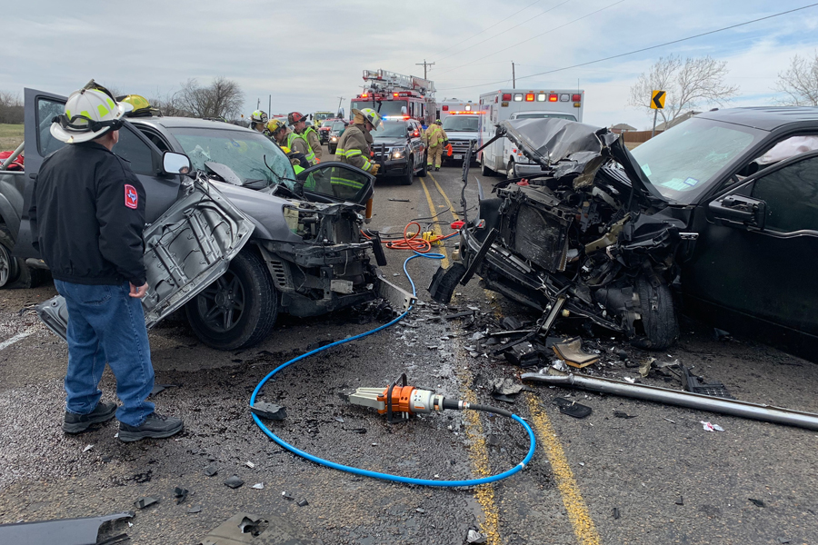 Breaking news: Wylie FD aids with head-on collision on FM 6