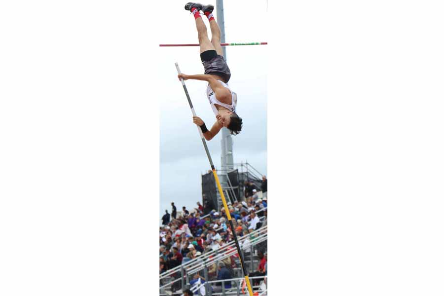 Hesson vaults to fourth place