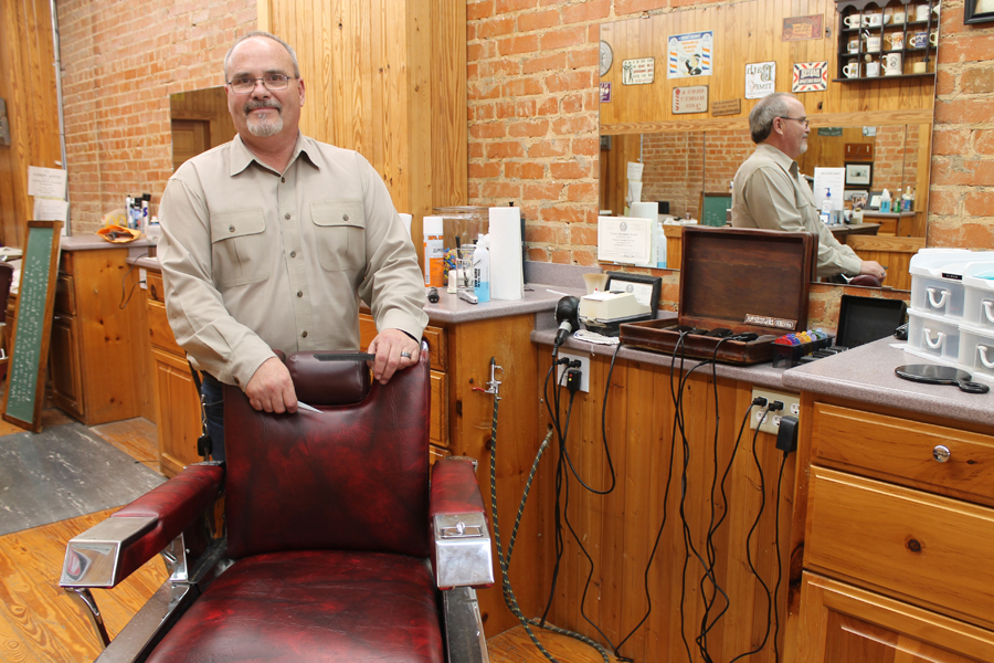 Downtown barbershop reopens